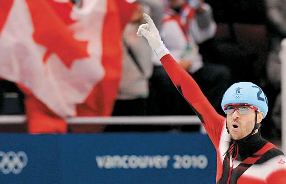François-Louis Tremblay à la fin du relais de 5000 mètres aux Jeux olympiques de Vancouver.