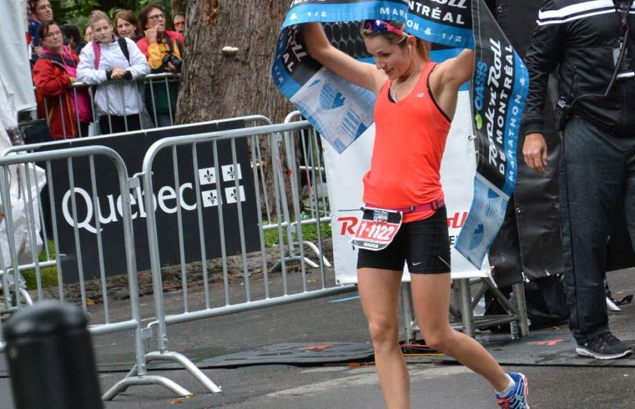 Nadia Bolduc a terminé les 42 kilomètres en 2h51 et remporté dimanche le marathon de Montréal chez les femmes.