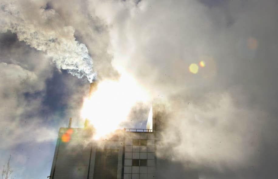 Le Centre international de recherche sur le cancer (CIRC) a déclaré jeudi que la pollution atmosphérique faisait partie des agents cancérigènes, tout comme l'amiante, le tabac et le rayonnement ultraviolet.
