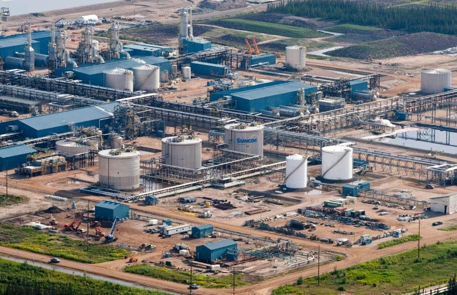 Les installations de Suncor à Fort McMurray, en Alberta. Selon le nouveau projet de la compagnie pétrolière, 3,3 milliards de barils de pétrole seront extraits du sol, et ce, sur une période de 50 ans. Cela signifie que la production de ce pétrole pourrait se poursuivre jusqu'en 2067.
