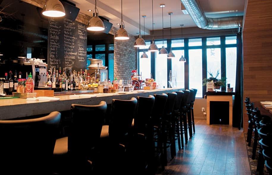 Granby grande table le devoir for Construire un bar de salon