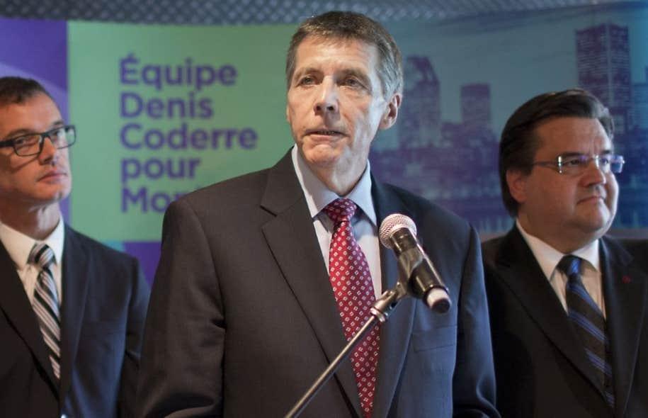 Selon Pierre Desrochers (au centre sur la photo), ce report engendrerait des pertes de trois à quatre millions de dollars pour la Ville.