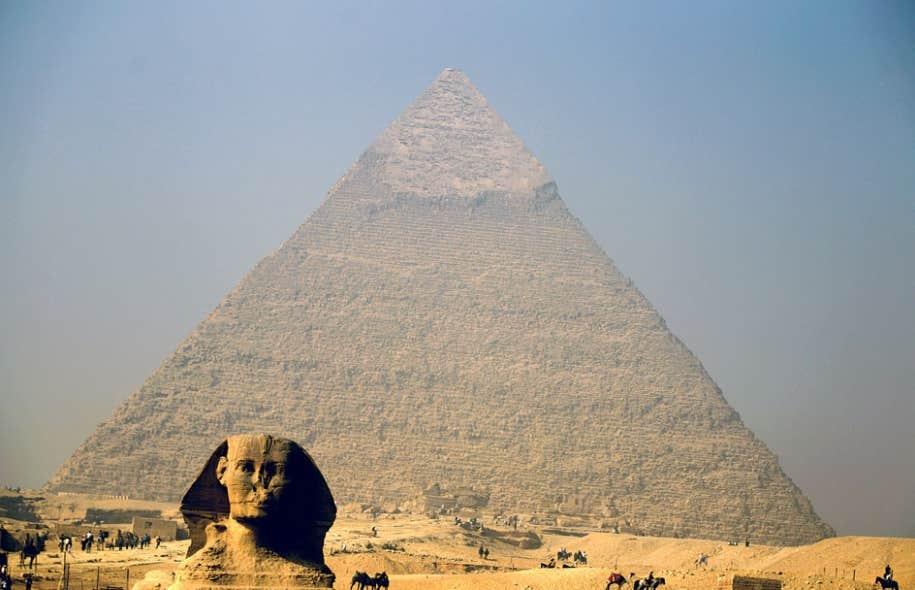 Alors que nos lointains ancêtres érigeaient pour leurs morts des monuments comme les pyramides de Gizeh, Facebook, avec ses pages à l'honneur de défunts, fait aujourd'hui office de nécropole contemporaine.