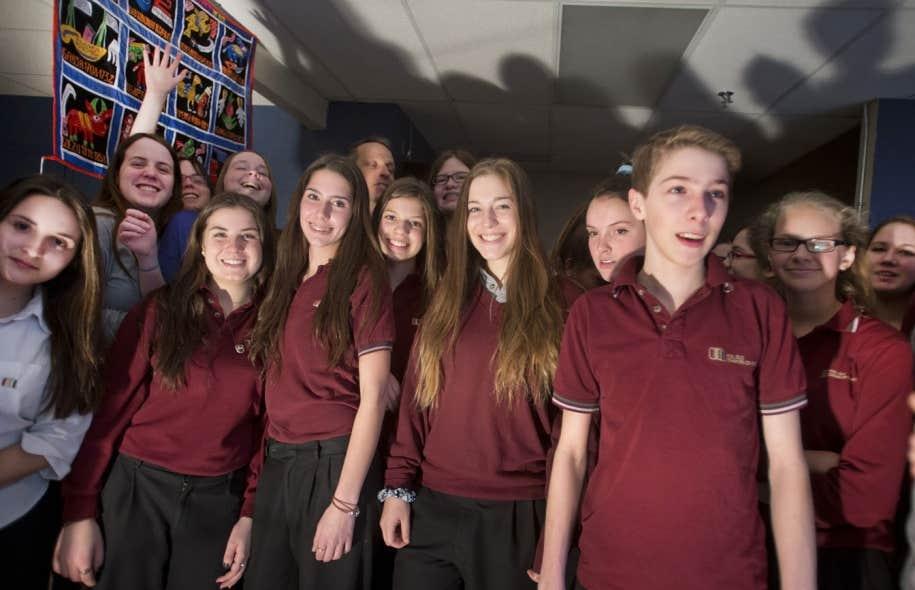 Les élèves de 4e et 5e secondaire de l'école Charles-Lemoyne, sur la Rive-Sud de Montréal, avaient très hâte de partir, malgré l'inquiétude des parents. La vie au pays des milles collines n'est pas de tout repos, mais l'expérience culturelle sera enrichissante.