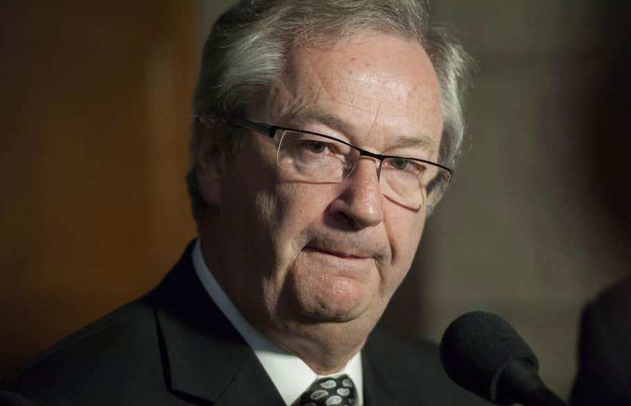 Le DGE du Canada, Marc Mayrand, est d'avis que les restrictions entourant l'identification le jour du vote auront pour effet d'exclure des électeurs légitimes.