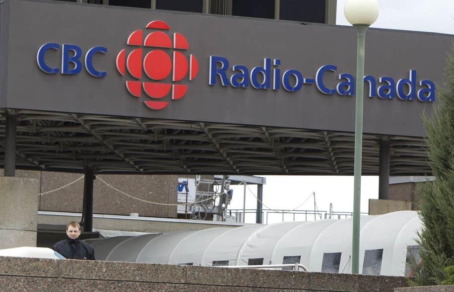 Chez les médias de Gesca (La Presse, Le Soleil,etc.), à peine un journaliste sur dix (10%) affirme que les propriétaires,?les dirigeants du média non affecté à l'information ou le personnel des ventes publicitaires interviennent «régulièrement» ou «souvent» dans les décisions de la salle de rédaction. À Radio-Canada, la proportion baisse à 5%. Dans les médias de Québecor, la part ombragée gonfle à 20%.