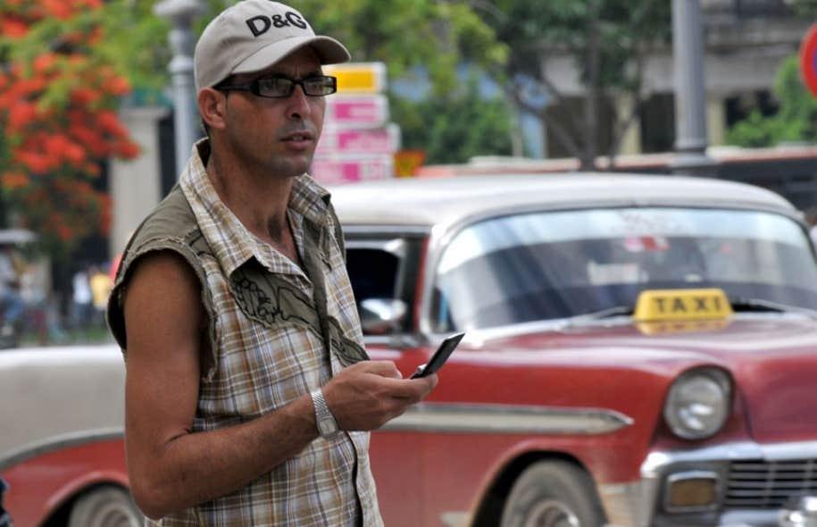 Pendant deux ans, entre2010 et2012, près de 40000 Cubains ont socialisé sur ZunZuneo sans connaître l'implication des États-Unis dans la création de ce réseau.