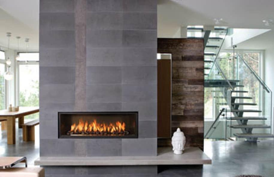 Mai un mois pur design le devoir for Foyer interieur bois
