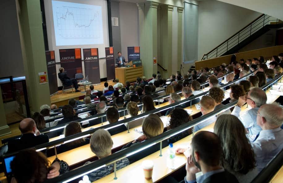 De étudiants, chercheurs et praticiens en économie souhaitent que, partout à travers le monde, l'enseignement de l'économie intègre un plus grand pluralisme en matière théorique et méthodologique. L'économiste français Thomas Piketty, ci-dessus lors d'une présentation au King's College de Londres, en avril dernier, est l'un de ceux qui soutiennent ce manifeste.