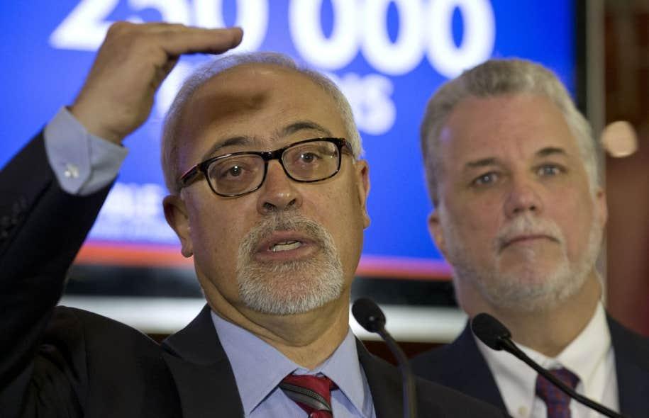 Le ministre des Finances, Carlos Leitao (gauche), et le premier ministre, Philippe Couillard, travaillent sur un premier budget qui devra contenir certaines mesures urgentes, selon les membres de l'Association des économistes québécois. Parmi elles: contrôler les dépenses publiques.