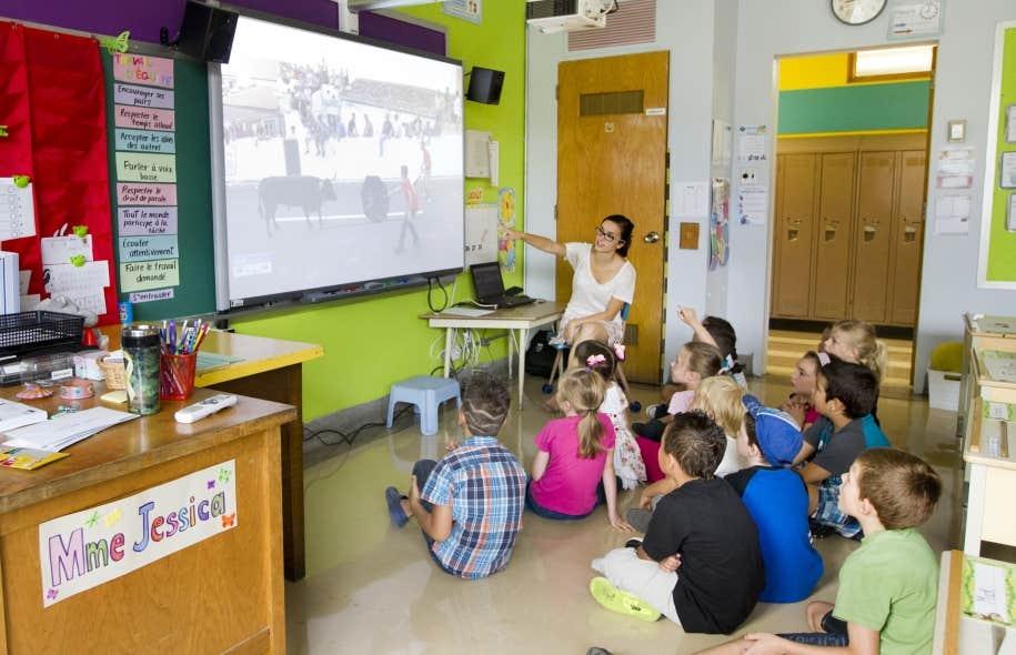 Les tableaux blancs interactifs, branchés sur Internet, ont été présentés comme une petite révolution qui ferait entrer les salles de classe dans le XXIe siècle. Mais l'efficacité des TBI reste à démontrer.