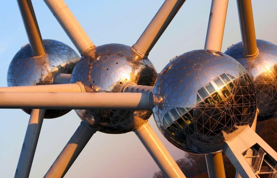 L&rsquo;Atomium, symbole de l&rsquo;Exposition universelle de Bruxelles, o&ugrave; se d&eacute;roule l&rsquo;action du roman <em>Expo 58</em>.