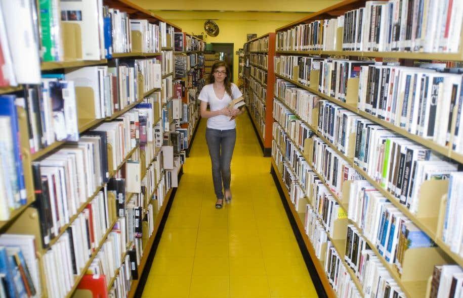 Malgré les coupures, les établissements privés comptent continuer de faire l'acquisition de livres, puisant à même leurs budgets.
