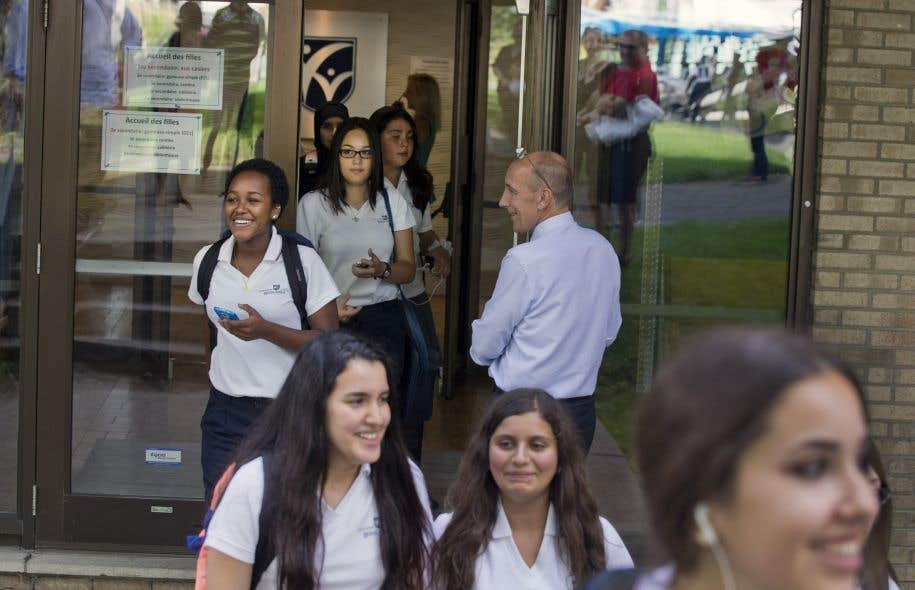 Des élèves du Collège Reine-Marie, un établissement privé de ...