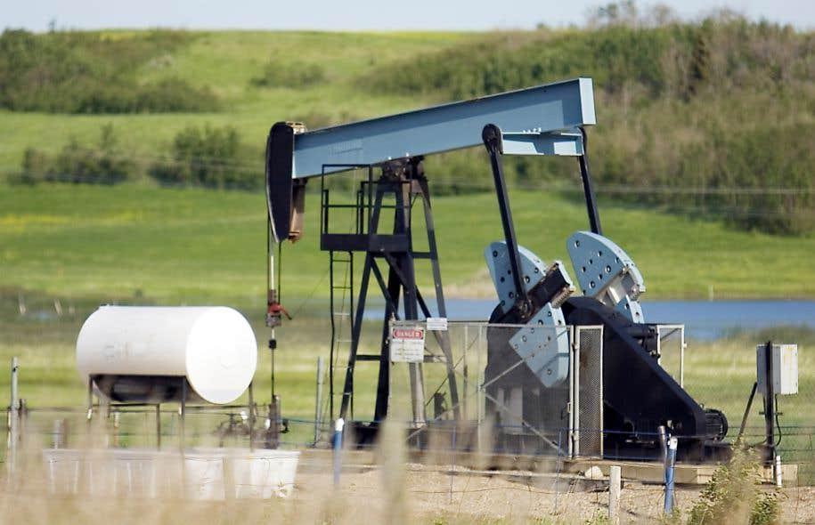 Le Canada accorde annuellement une aide financière d'au moins 930 millions de dollars pour la recherche de nouveaux gisements de pétrole ou de gaz naturel.