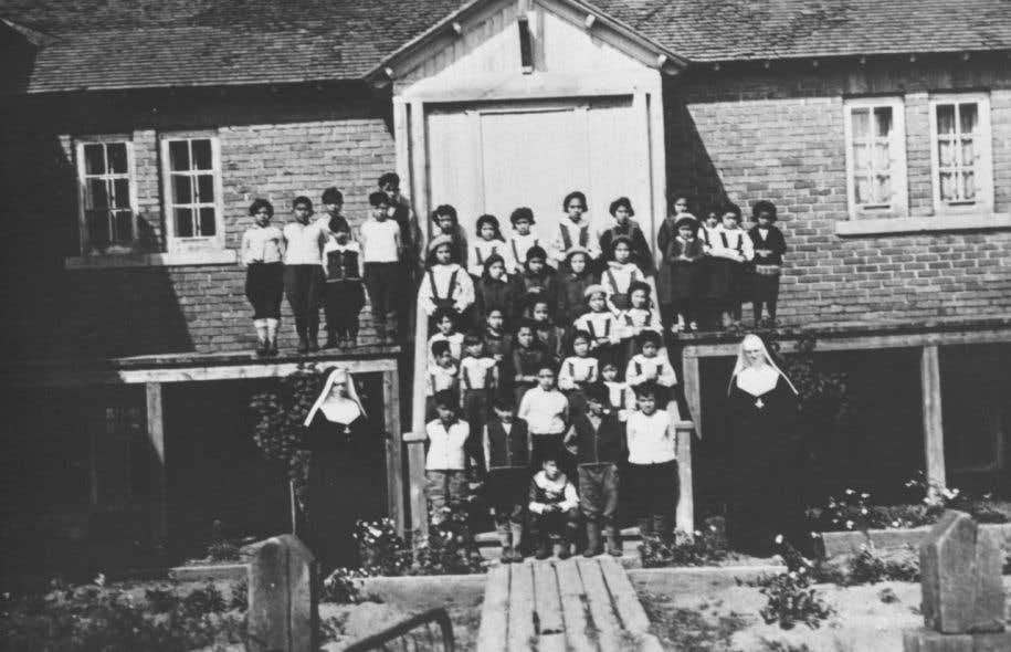 Il y a eu 130 pensionnats autochtones dans l'histoire du Canada, dont six au Québec, entre 1870 et 1995.