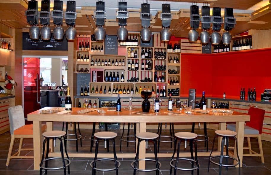La cave à vins de l'Epicurious Gourmet Lounge propose plus d'une centaine de crus à la carte.