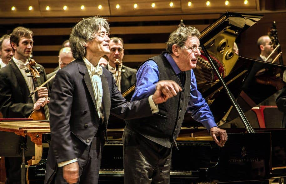 Philip Glass (à droite), ici avec Kent Nagano, a été acclamé comme une rockstar.