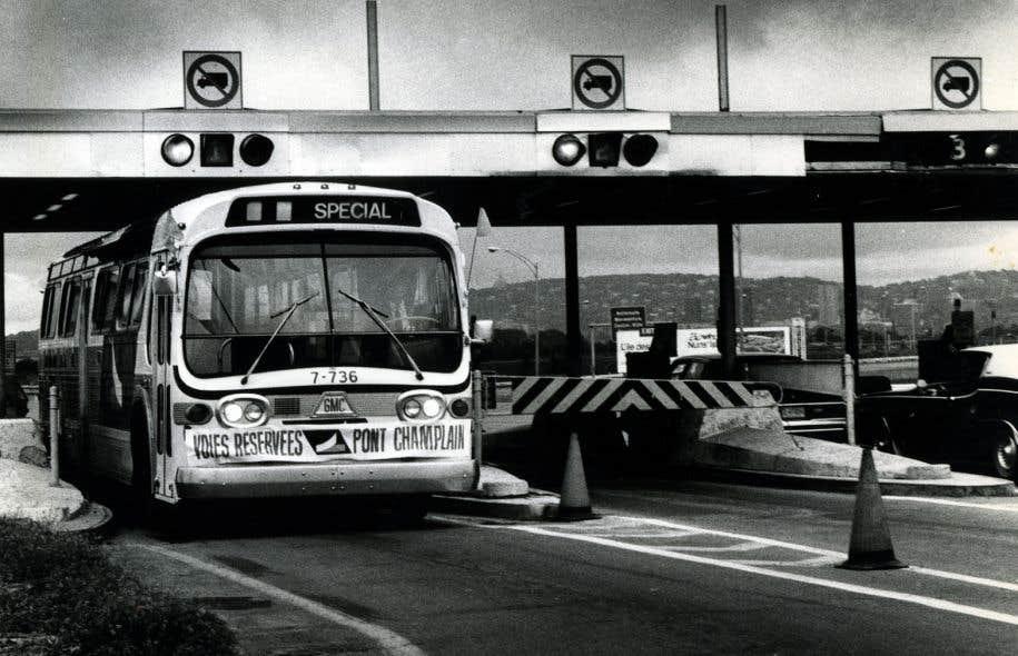 En 1978, les automobilistes devaient lancer leur jeton de péage pour emprunter le pont Champlain.