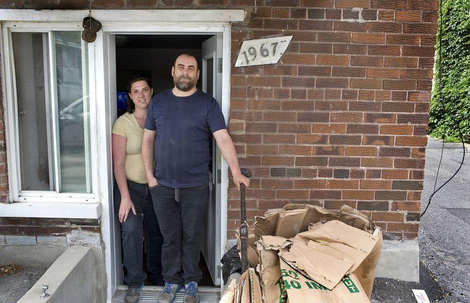 Christian Dinelle et sa conjointe Corinne vivent un véritable calvaire dans leur logement du quartier Rosemont.