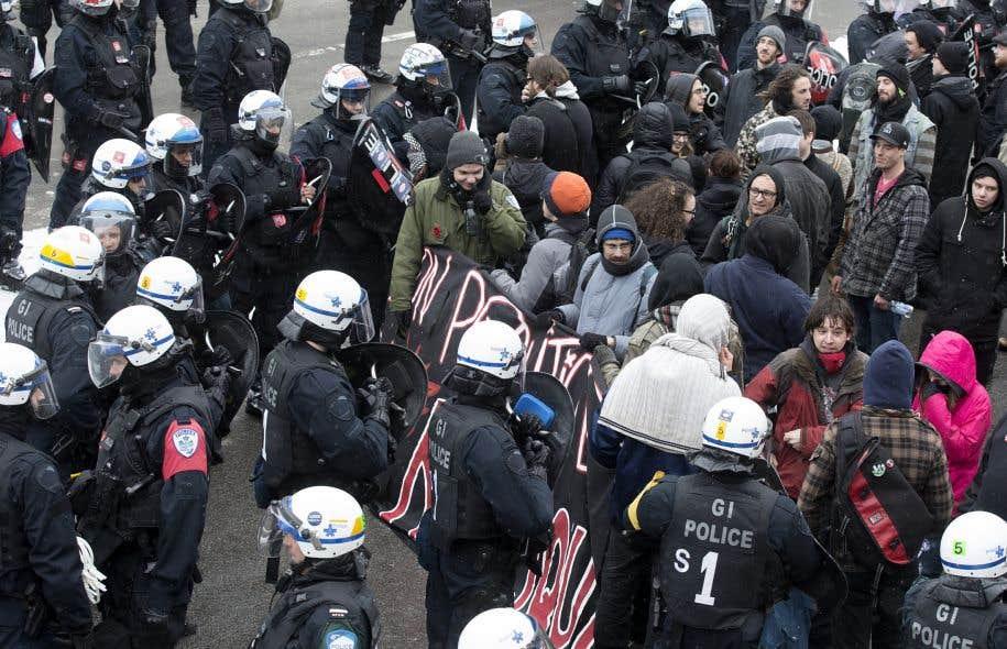 Manifestation du Collectif opposé à la brutalité policière. Le groupe est considéré comme «marginal» par le SPVM.