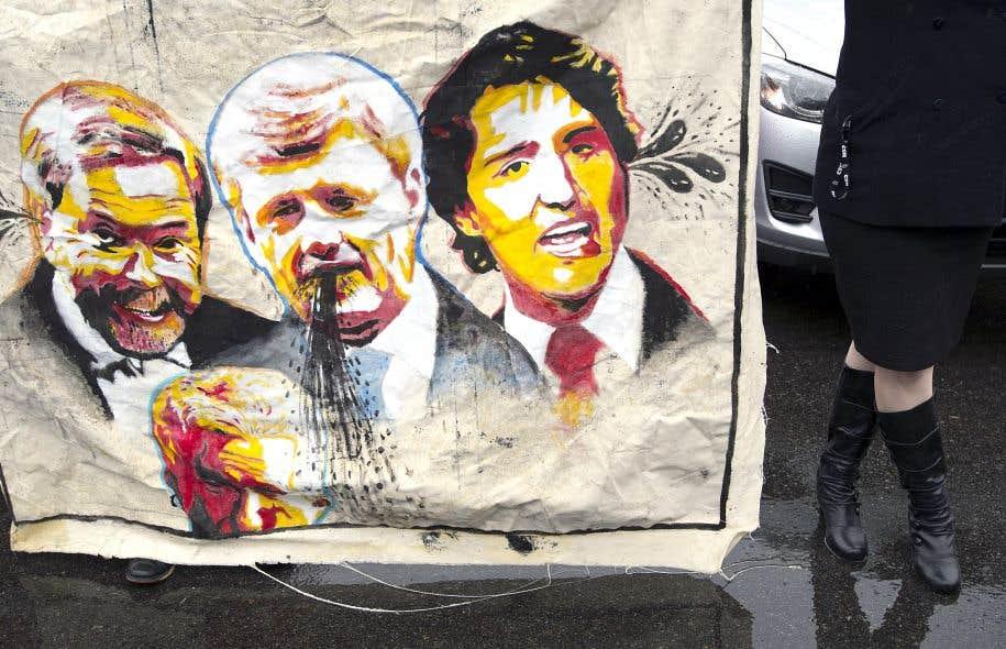 Les conservateurs ont été accueillis vendredi matin à Québec par une manifestation de dizaines de syndiqués et de représentants d'organismes communautaires qui dénoncent le bilan de Stephen Harper.