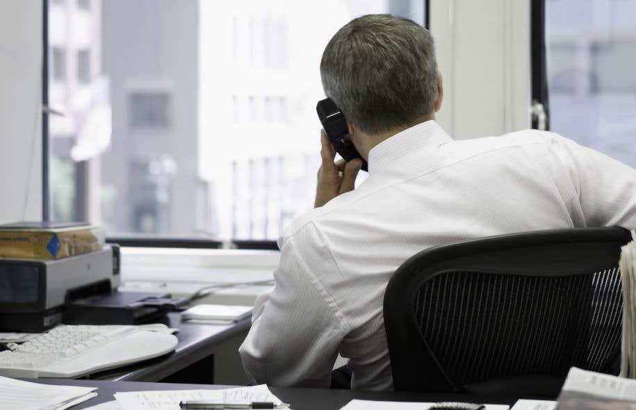 Le téléphone fixe a été délaissé par les adultes de 18 à 44 ans. Il est utilisé par seulement deux adultes sur trois (66,3 %) appartenant à ce groupe d'âge.<br />