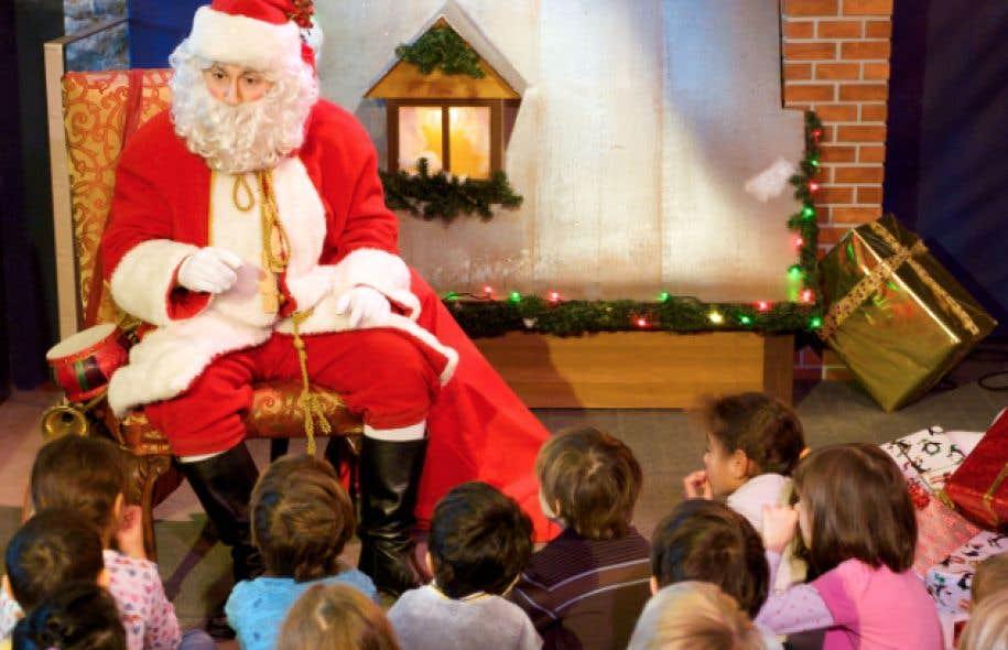 Toutes les fins de semaine de décembre, les enfants pourront venir écouter le conte «Qui est le vrai père Noël?», une histoire qui propose de choisir entre Befana, saint Nicolas, sainte Lucie et le père Noël.