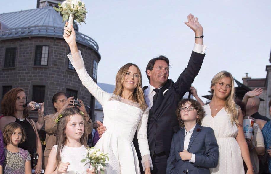 Le mariage du chef du Parti québécois, Pierre Karl Péladeau, avec la célèbre animatrice et productrice Julie Snyder, en août2015, a fait courir les journalistes politiques et culturels, mais surtout les foules, devant l'entrée de la chapelle du Musée de l'Amérique francophone.