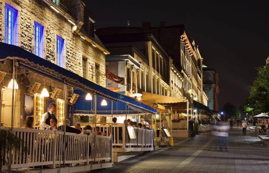 La place Jacques-Cartier accueille des utilisations diverses, temporaires et à l'occasion spontanées, qui contribuent à sa vitalité.