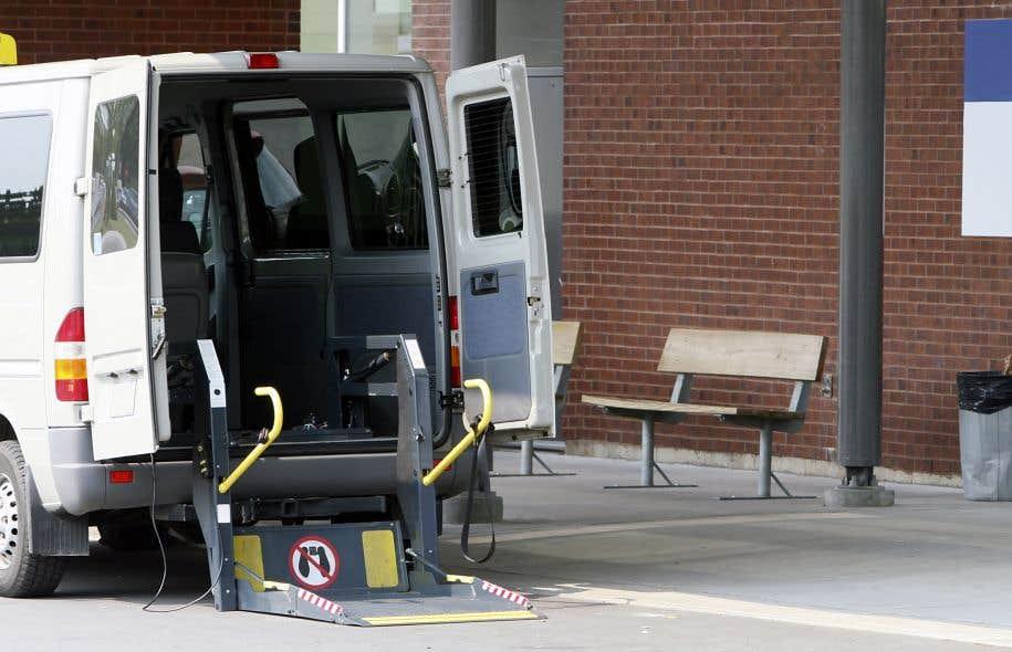 Au Québec, plus de 105000 personnes utilisent le transport adapté sur une base régulière.