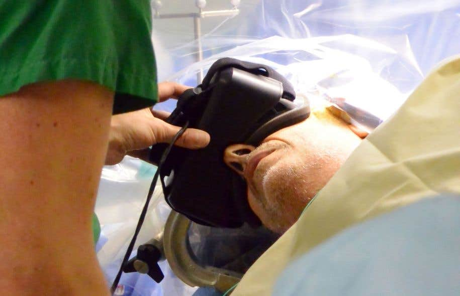 La chirurgie éveillée se pratique depuis plusieurs années, mais l'utilisation de la réalité virtuelle est innovatrice pour les opérations au cerveau.