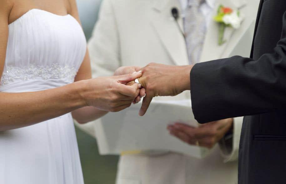 Il serait donc possible d'être marié religieusement avec une personne qui demeurerait un simple conjoint de fait aux yeux de l'état civil.