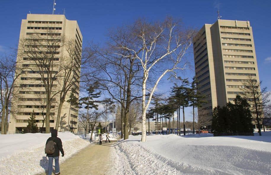 L'Université Laval doit réviser ses positions, car elles vont clairement à l'encontre des tendances actuelles dans un monde en transformation continue.
