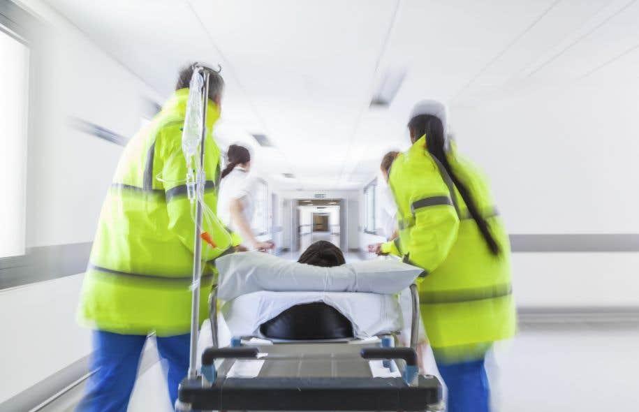 Des médecins qui auraient omis de prodiguer des soins en pareilles circonstances s'exposent à des poursuites, selon l'avocat Jean-Pierre Ménard.