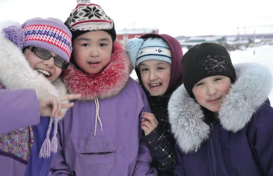 Dans la langue inuktitute, par exemple, qui est parlée par les Inuits, un seul mot peut contenir un verbe, un complément d'objet, et même des éléments de négation ou de connotation.