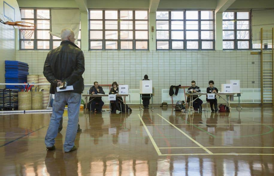 «Le suffrage universel pour les élections scolaires est moins vieux que la démocratie scolaire», écritJean-Pierre Proulx.