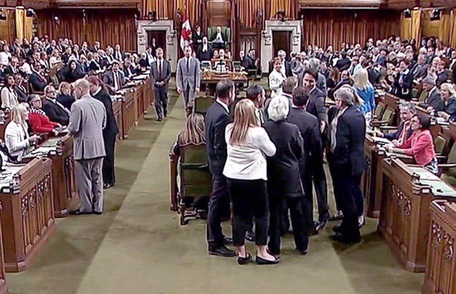 Trudeau au centre d une bousculade aux communes le devoir for Chambre des communes