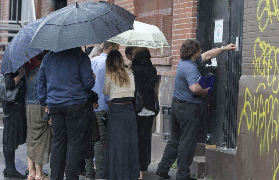 Une dizaine d'intervenants du DPJ étaient sur les lieux mercredi matin pour procéder à une évaluation des élèves.