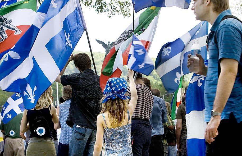 Pourquoi ne pas remplacer le fleurdelisé comme drapeau du Québec par celui des patriotes de 1837, auquel on pourrait ajouter en son centre, comme une marque de notre temps, l'iris versicolore, notre emblème floral par décision démocratique?