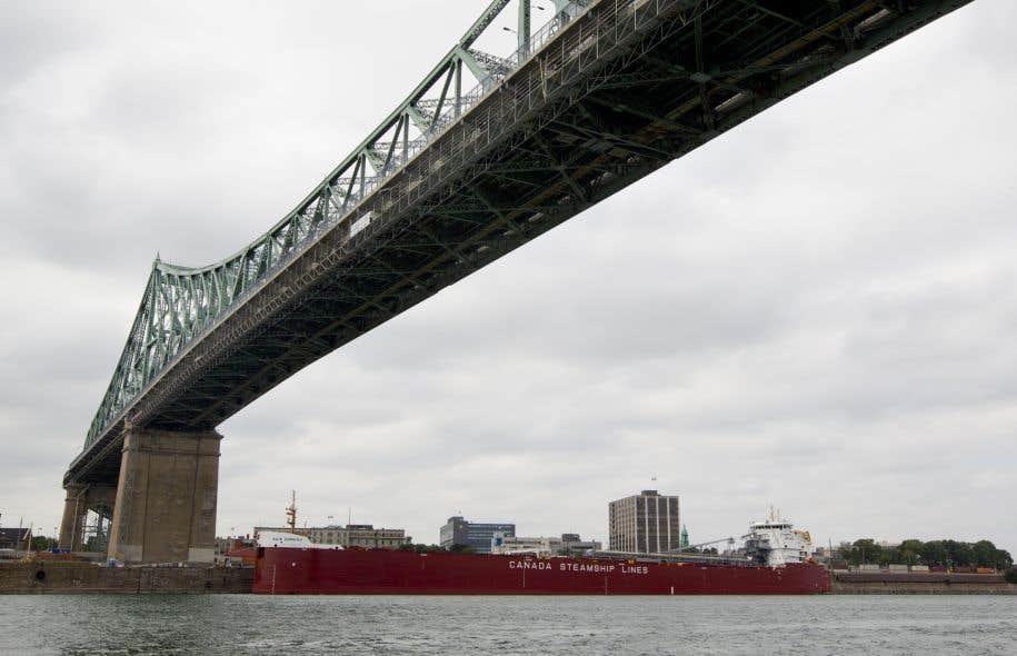 Les postes de péage ont été retirés sur l'actuel pont Champlain au début des années 1990.