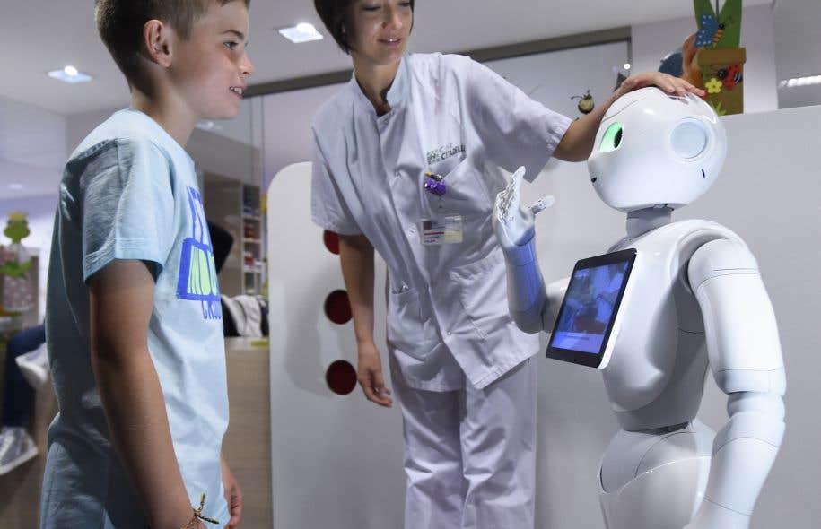 «Au-delà des prouesses de la robotique, il convient de prévoir les conséquences de cette invasion annoncée de robots», croit l'auteur.