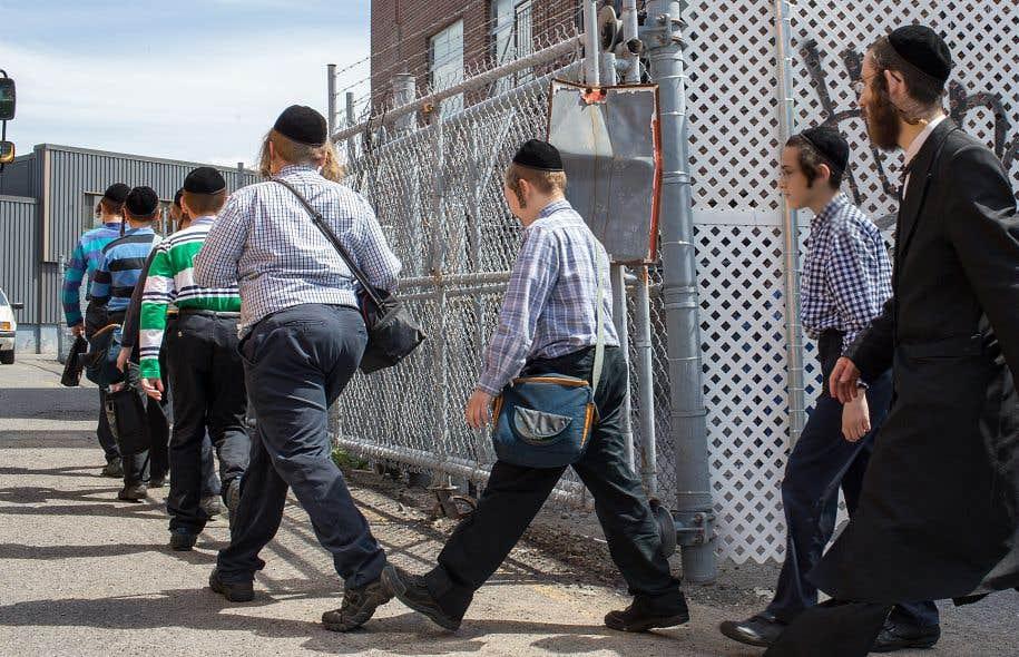 Des intervenants du DPJ étaient débarqués à l'école de l'avenue du Parc, à Montréal, au mois de juin dernier.