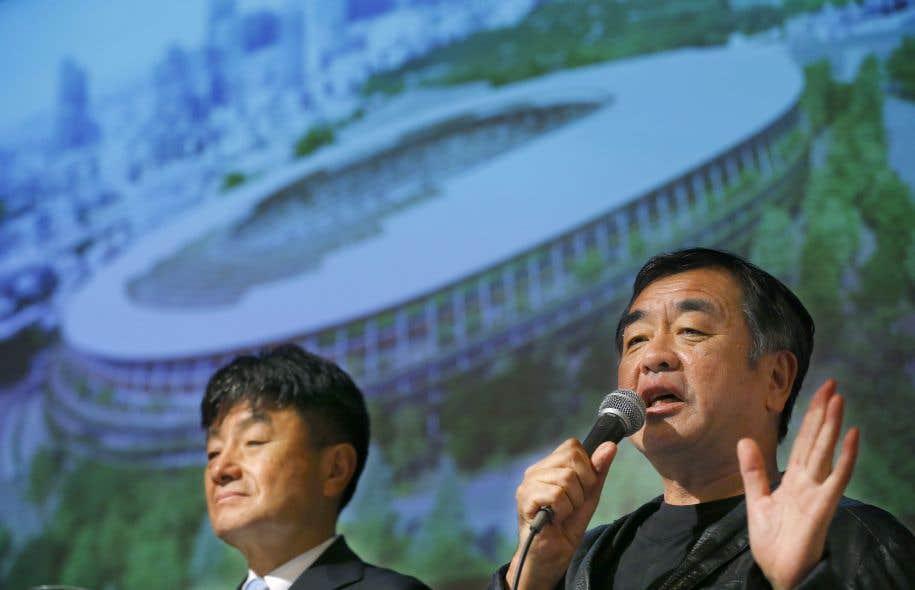 L'architecte japonais derrière la nouvelle mouture du futur stade olympique de Tokyo, Kengo Kuma (à droite sur cette photo).