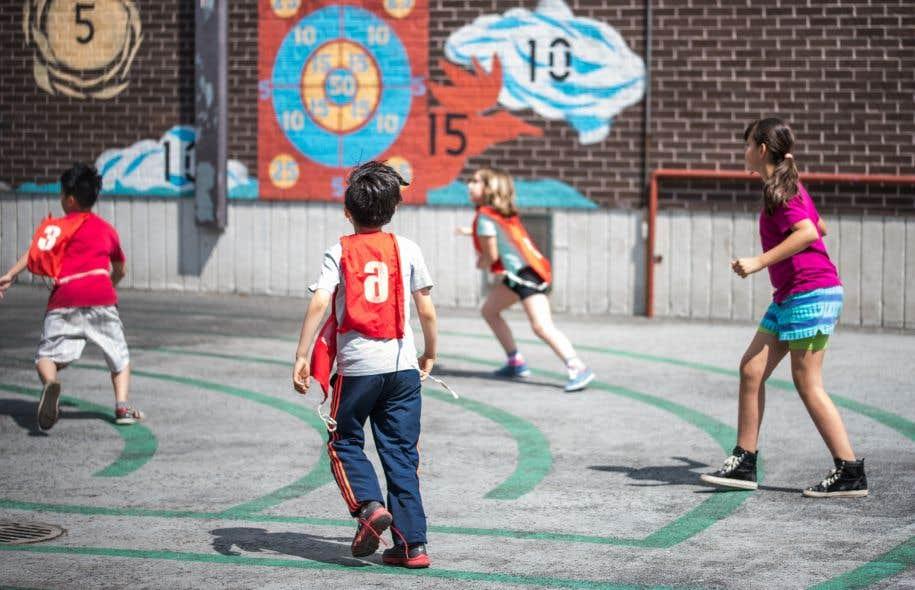 La Commission scolaire francophone du Yukon souhaitait depuis longtemps accueillir des élèves dont les parents n'ont pas eux-mêmes été éduqués dans la langue de Molière, ou encore de jeunes arrivants francophones ne détenant pas pour l'instant la citoyenneté canadienne.