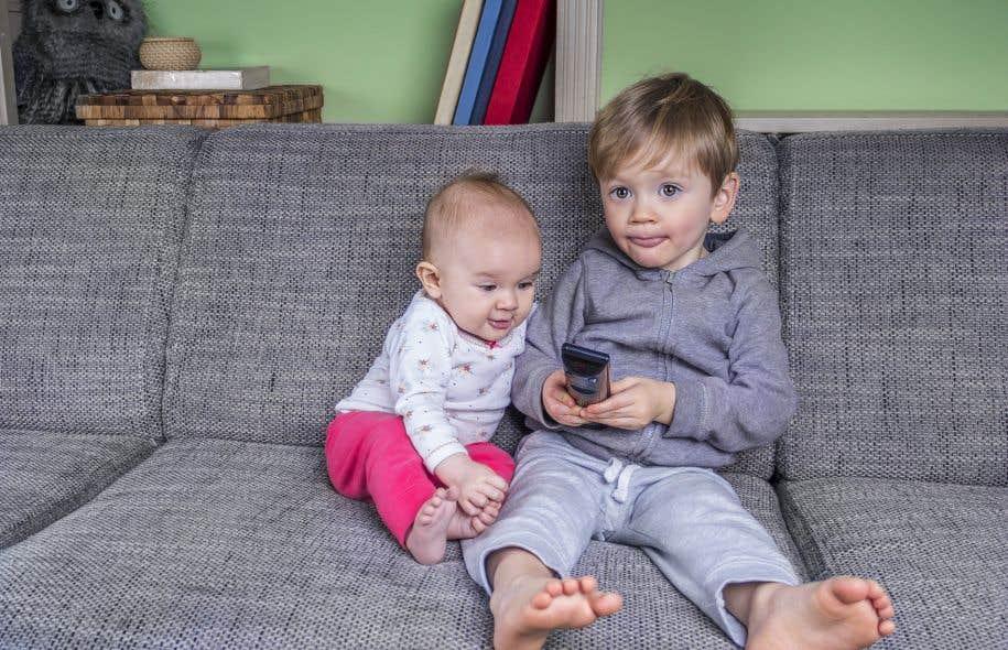 La chercheuse recommande aux parents de privilégier les jeux créatifs, les activités physiques de groupe et celles impliquant des conversations qui favoriseront un meilleur développement social de l'enfant et par conséquent une vie adulte plus saine.