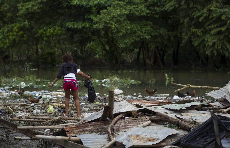 <p>Le passage de l'ouragan sur la République dominicaine voisine a provoqué la mort de quatre personnes et endommagé près de 200 maisons, ont annoncé les autorités locales.</p>