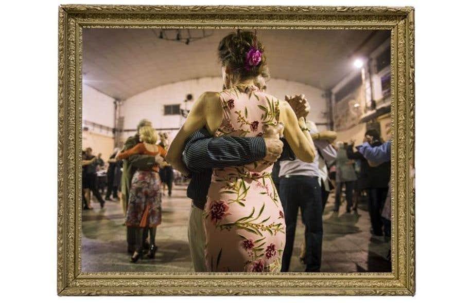 L'abrazo est un enlacement, un acquiescement, un bercement mutuel. Cette photo est extraite de l'exposition <em>ABRAZO</em>, de Caroline Hayeur et D. Kimm, à l'affiche d'Occurrence, espace d'art et d'essai contemporains.