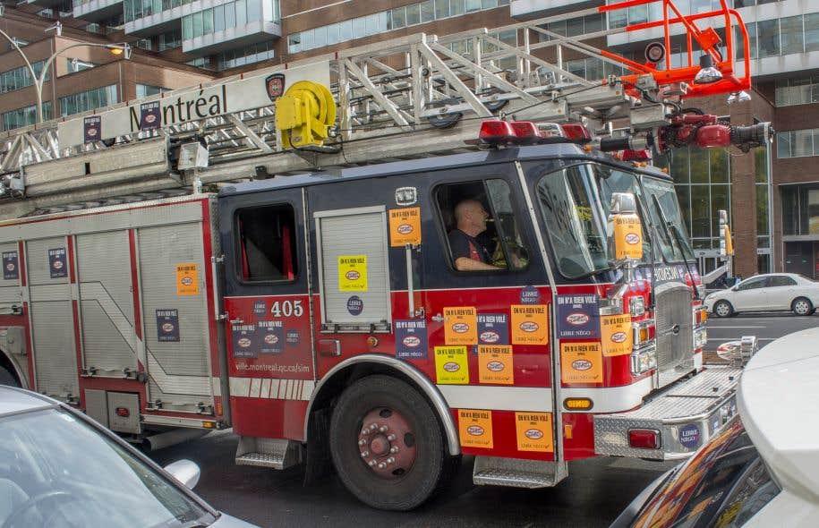 Les pompiers de montr al d noncent les compressions for Airess incendie