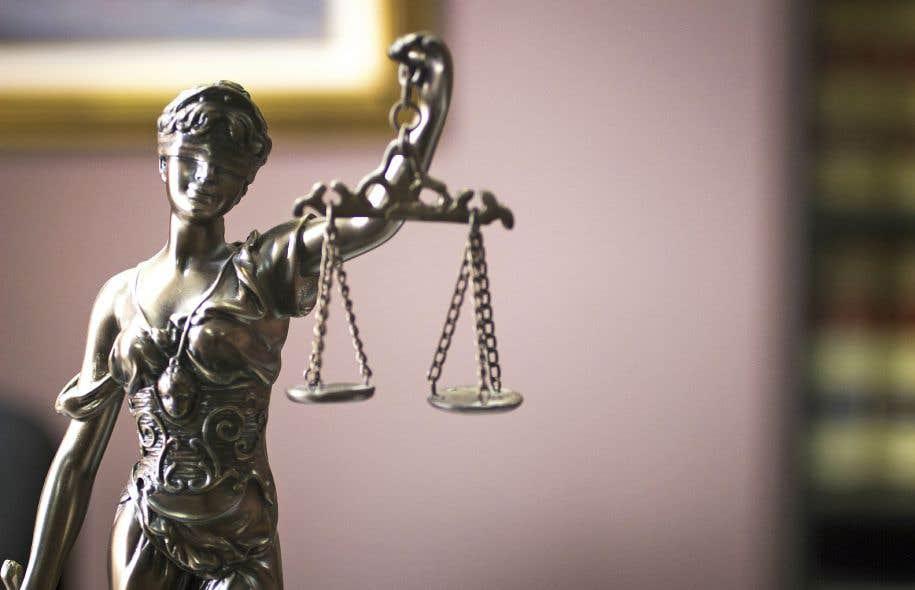Il est inexact de dire que l'usage de la disposition dérogatoire vise nécessairement à suspendre un droit. Il peut s'agir plutôt d'écarter une interprétation donnée à un droit par les tribunaux pour y substituer l'interprétation du législateur.